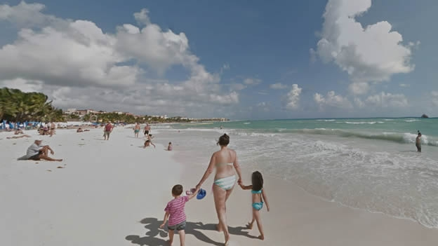 los-turistas-se-relajan-en-playa-del-carmen-quintana-roo-uno-de-los-lugares-que-google-maps-te-invita-a-explorar-virtualmente